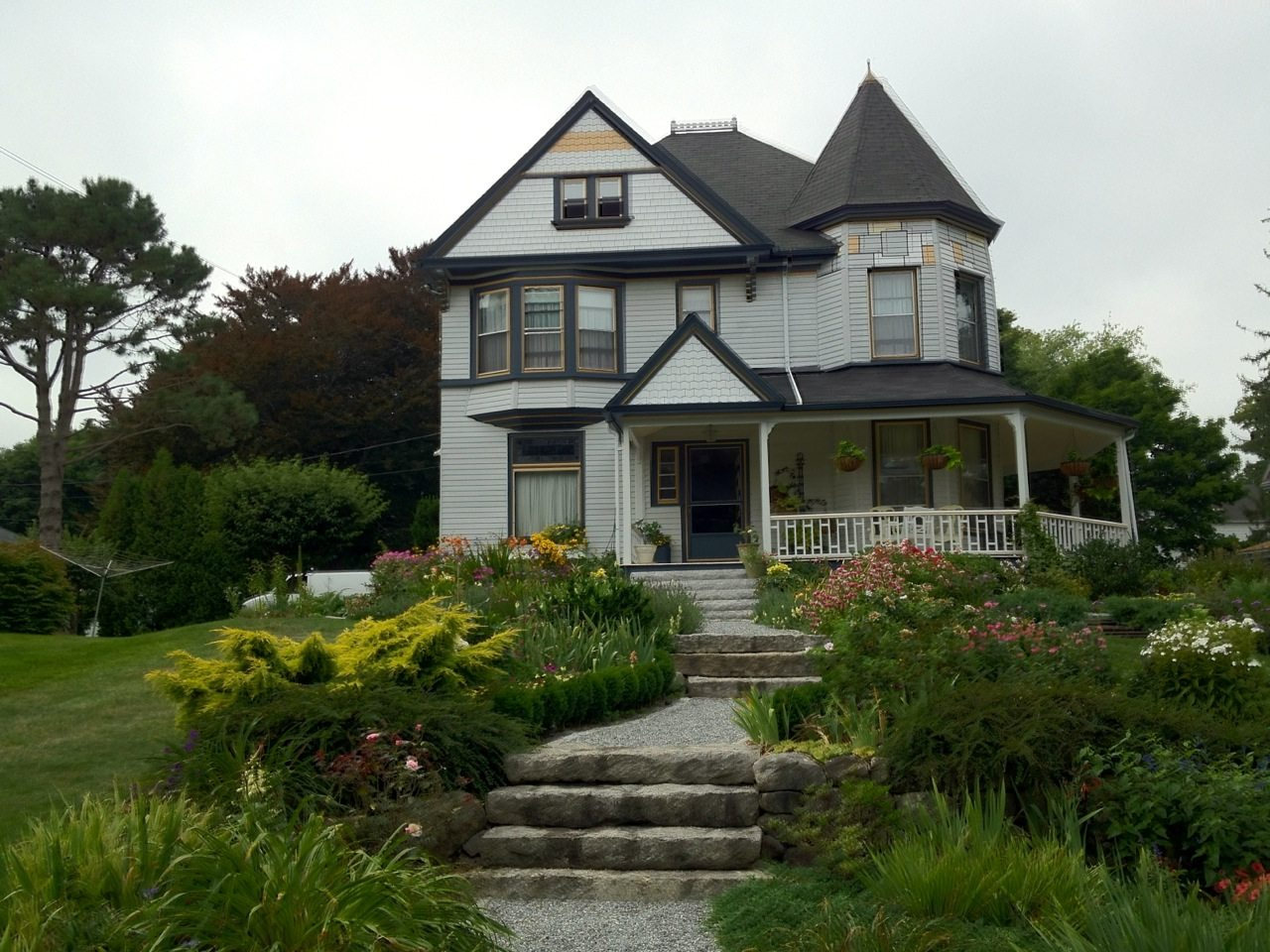 Victorian house in rockland maine for Maine home builders